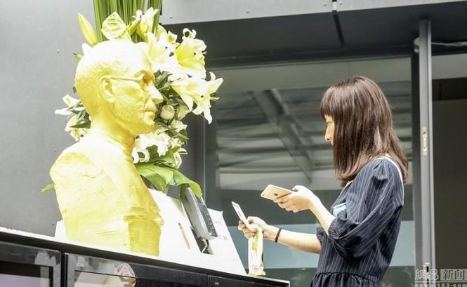 Steve Jobs được đúc tượng vàng tại Trung Quốc - ảnh 3