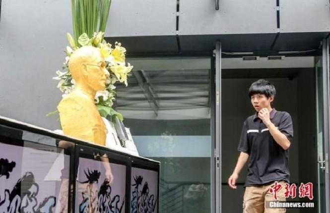 Steve Jobs được đúc tượng vàng tại Trung Quốc - ảnh 6
