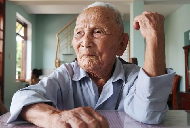 Bí quyết trường thọ của cụ ông 100 tuổi nói tiếng Pháp như gió - ảnh 2