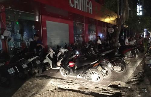 Cảnh sát đột kích quán bar, 200 dân chơi Sài Gòn nháo nhào - ảnh 2