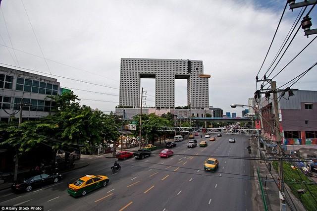 Những tòa nhà có 'ngoại hình' kỳ lạ nhất hành tinh - ảnh 1