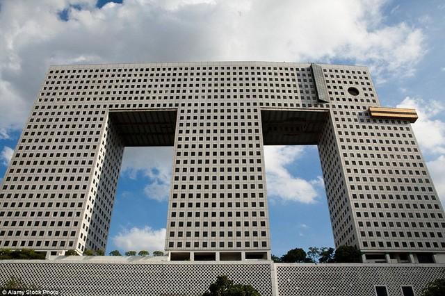 Những tòa nhà có 'ngoại hình' kỳ lạ nhất hành tinh - ảnh 2