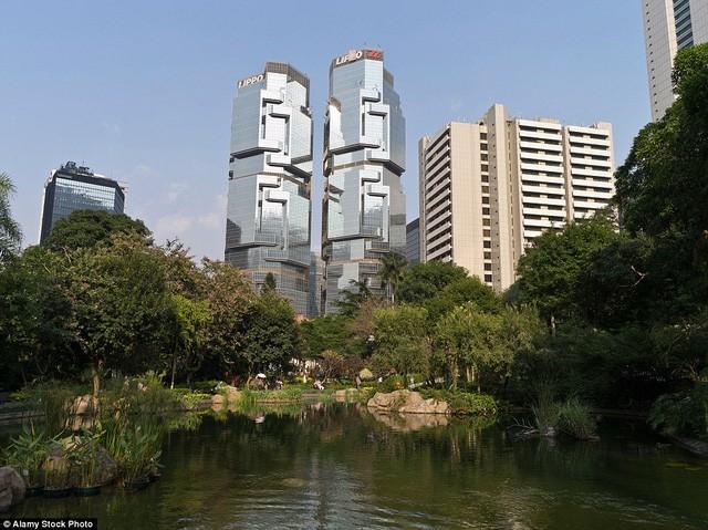 Những tòa nhà có 'ngoại hình' kỳ lạ nhất hành tinh - ảnh 4