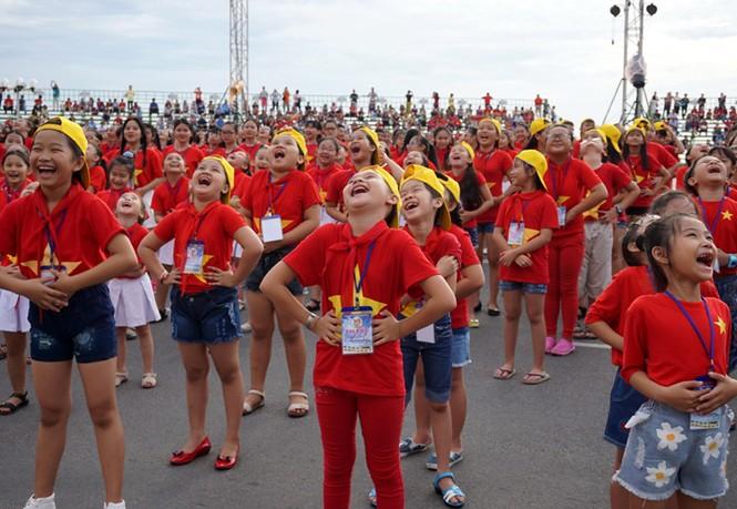 Hơn 3.000 em nhỏ tạo 2 kỷ lục Việt Nam - ảnh 7
