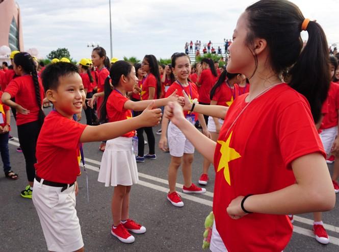 Hơn 3.000 em nhỏ tạo 2 kỷ lục Việt Nam - ảnh 9