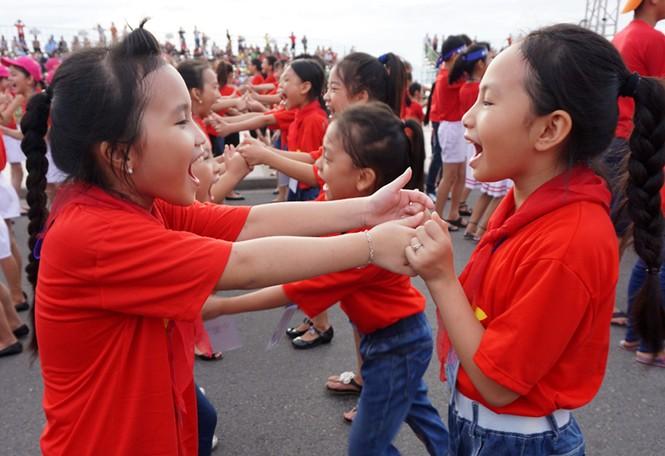 Hơn 3.000 em nhỏ tạo 2 kỷ lục Việt Nam - ảnh 10