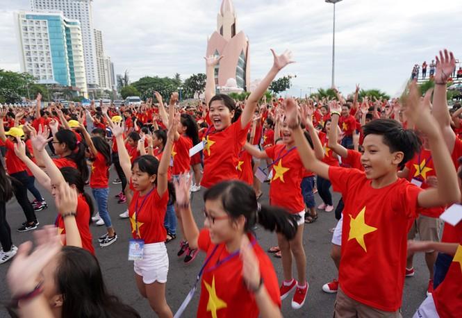 Hơn 3.000 em nhỏ tạo 2 kỷ lục Việt Nam - ảnh 11