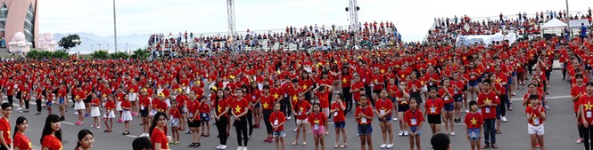 Hơn 3.000 em nhỏ tạo 2 kỷ lục Việt Nam - ảnh 1