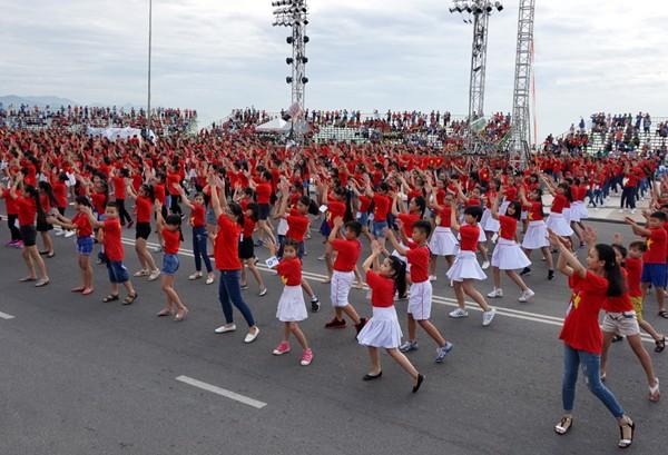Hơn 3.000 em nhỏ tạo 2 kỷ lục Việt Nam - ảnh 3