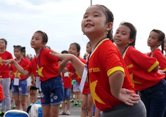 Hơn 3.000 em nhỏ tạo 2 kỷ lục Việt Nam - ảnh 4