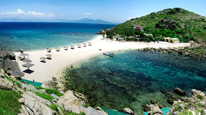 Một bờ cát, hai bãi tắm 'hiếm có khó tìm' ở Việt Nam - ảnh 1