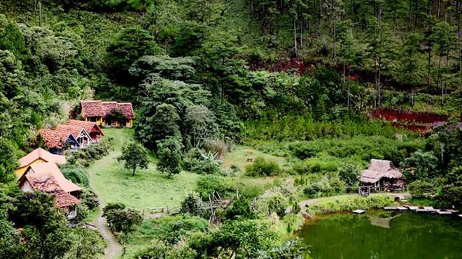 Lạc vào ngôi làng Cù Lần đẹp như cổ tích ở Đà Lạt - ảnh 1