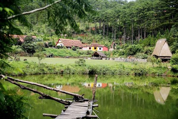 Lạc vào ngôi làng Cù Lần đẹp như cổ tích ở Đà Lạt - ảnh 2