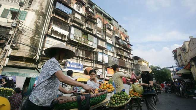 """""""Chốn ngủ"""" của những lao động nghèo dưới gầm cầu Long Biên - ảnh 1"""