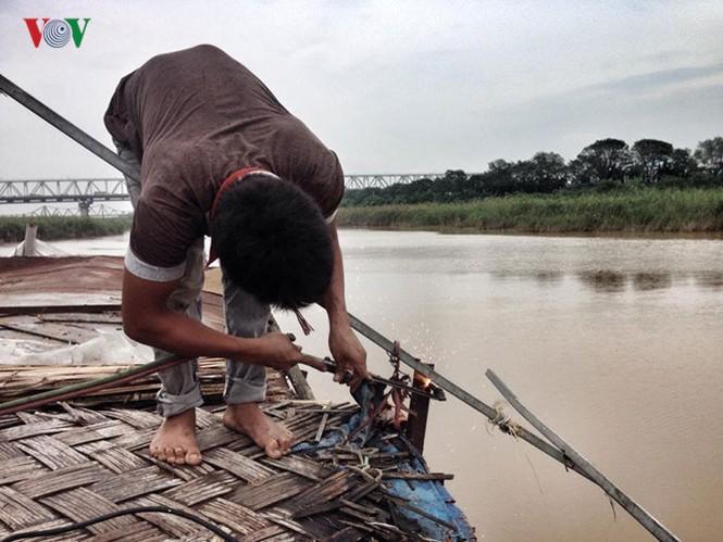 """""""Chốn ngủ"""" của những lao động nghèo dưới gầm cầu Long Biên - ảnh 20"""