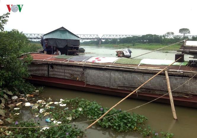 """""""Chốn ngủ"""" của những lao động nghèo dưới gầm cầu Long Biên - ảnh 2"""