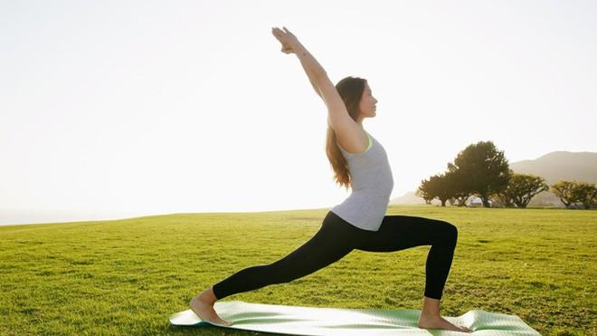 7 động tác yoga làm săn chắc cơ bụng  - ảnh 1