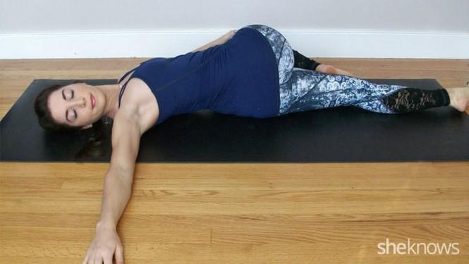 7 động tác yoga làm săn chắc cơ bụng  - ảnh 9