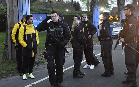 Ngôi sao Dortmund phải phẫu thuật sau vụ nổ bom xe buýt - ảnh 5
