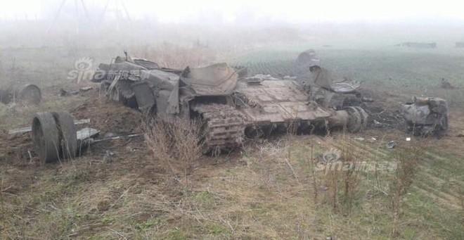 Đâm cột điện cao thế, xe tăng Nga nổ bay tháp pháo - ảnh 5