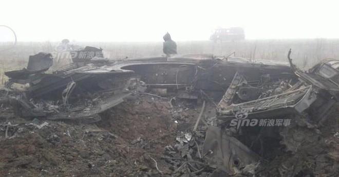 Đâm cột điện cao thế, xe tăng Nga nổ bay tháp pháo - ảnh 6