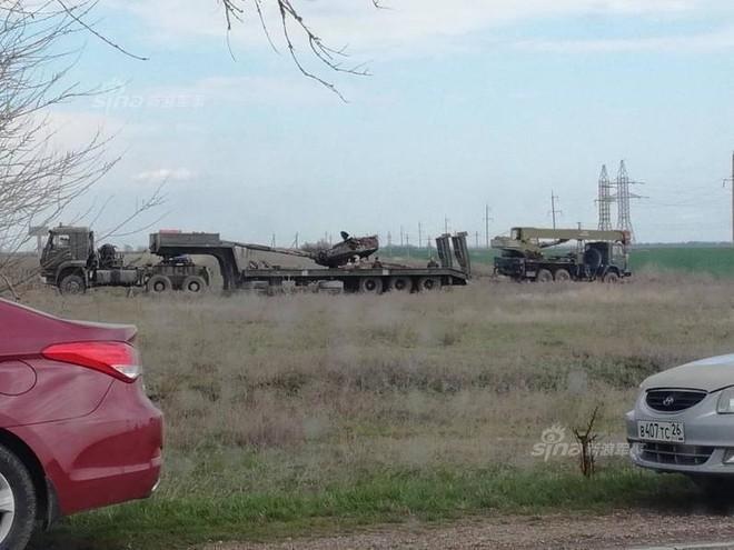 Đâm cột điện cao thế, xe tăng Nga nổ bay tháp pháo - ảnh 7
