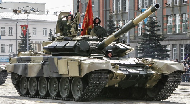 Đâm cột điện cao thế, xe tăng Nga nổ bay tháp pháo - ảnh 8