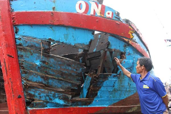 Lạnh người hình ảnh tàu cá nát bươm vì bị đâm chìm - ảnh 10