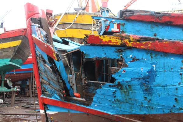 Lạnh người hình ảnh tàu cá nát bươm vì bị đâm chìm - ảnh 3
