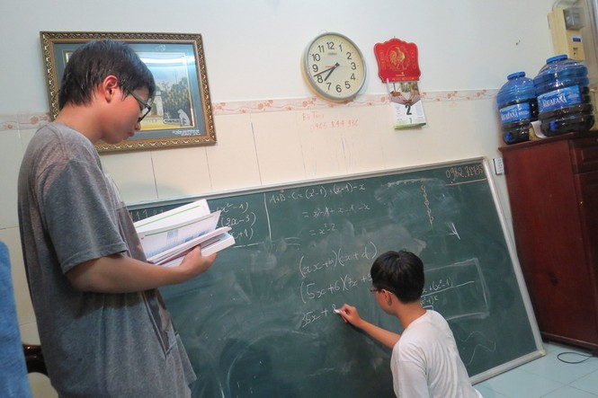 Người đàn ông cho 2 con bỏ trường tự học ở nhà: Giọt nước tràn ly - ảnh 1