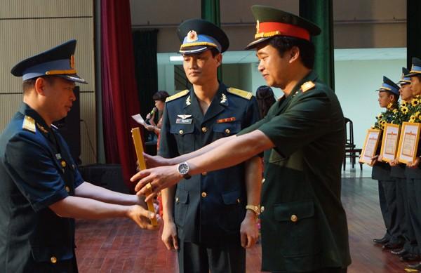 Trao Giải thưởng Sáng tạo trẻ Quân chủng Phòng không - Không quân - ảnh 2