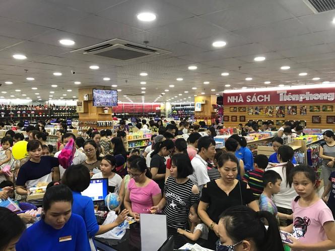 Nhà sách Tiền Phong 2 đón hàng chục ngàn lượt khách Hải Phòng mỗi ngày - ảnh 2