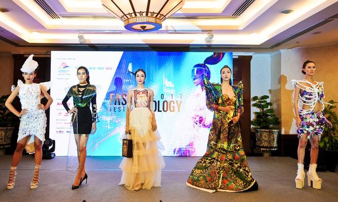 TPHCM: Sắp biểu diễn thời trang tại phố đi bộ Nguyễn Huệ - ảnh 1
