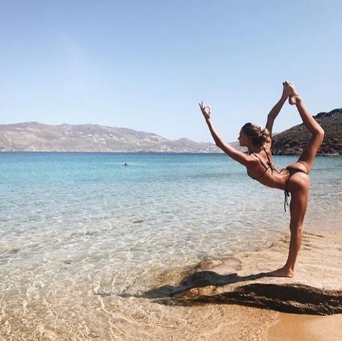 'Mỹ nhân yoga' mặc bikini tập luyện đẹp phát hờn - ảnh 13