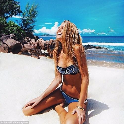 'Mỹ nhân yoga' mặc bikini tập luyện đẹp phát hờn - ảnh 1
