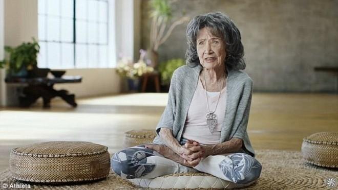 Cuộc sống viên mãn của cụ bà huấn luyện viên yoga 99 tuổi - ảnh 1
