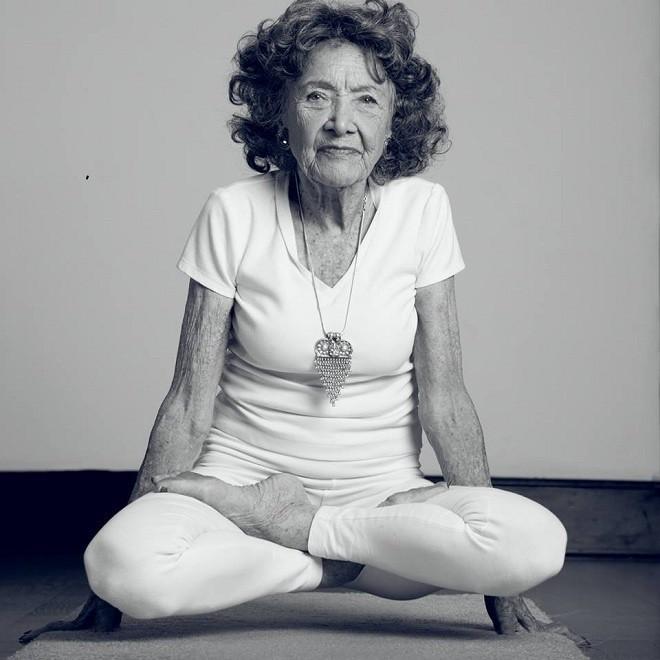 Cuộc sống viên mãn của cụ bà huấn luyện viên yoga 99 tuổi - ảnh 4