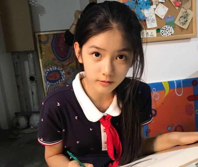 Cô bé 12 tuổi cao 1,60 m được ví như 'tiểu mỹ nhân' Trung Quốc - ảnh 1