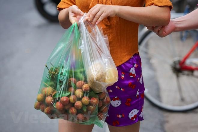 Người Hà Nội nhộn nhịp sắm Tết Đoan Ngọ, rượu nếp cấm hút khách - ảnh 10