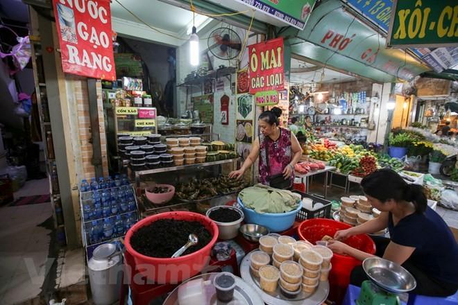 Người Hà Nội nhộn nhịp sắm Tết Đoan Ngọ, rượu nếp cấm hút khách - ảnh 12