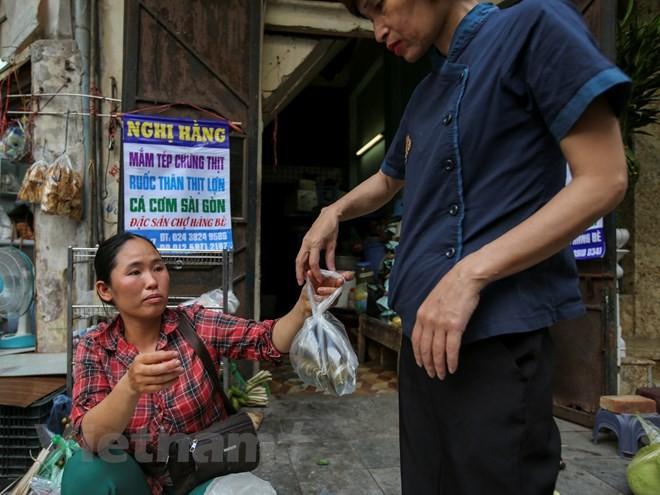 Người Hà Nội nhộn nhịp sắm Tết Đoan Ngọ, rượu nếp cấm hút khách - ảnh 9