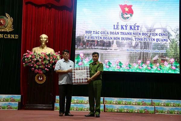 Đoàn thanh niên Học viện CSND ký kết nghĩa với Huyện đoàn Sơn Dương - ảnh 4