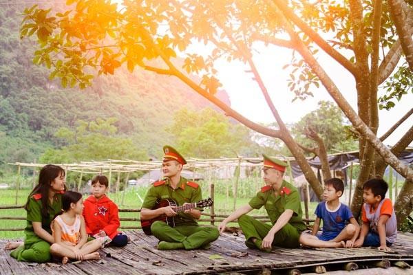 """Chương trình tình nguyện """"Ấm tình quân dân"""" tại Lạc Sơn, Hoà Bình - ảnh 1"""