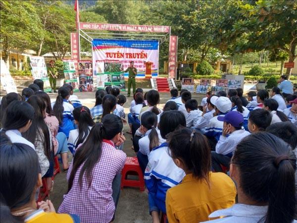 """Chương trình tình nguyện """"Ấm tình quân dân"""" tại Lạc Sơn, Hoà Bình - ảnh 2"""