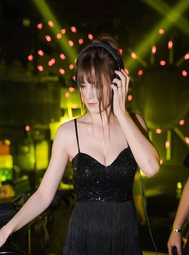 'Hot girl DJ' mặt xinh như búp bê chụp ảnh với sen, đời thường đẹp hết nấc - ảnh 8