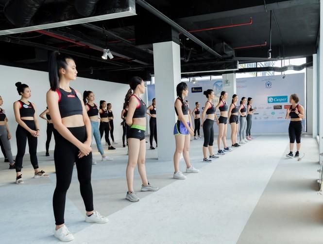 Các thí sinh Miss World Vietnam 2019 gấp rút tập luyện cho đêm chung kết  - ảnh 3