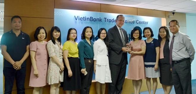 VietinBank nhận giải 'Ngân hàng xử lý giao dịch Thanh toán Quốc tế xuất sắc' - ảnh 1