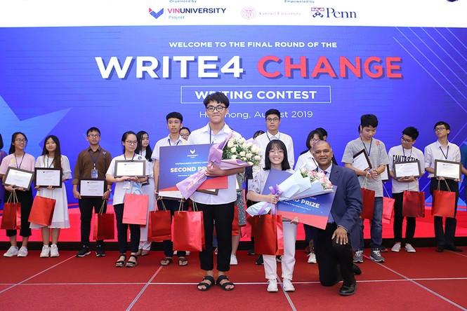 Nữ sinh Hà Nội giành giải nhất cuộc thi viết luận bằng tiếng Anh Write4Change - ảnh 4