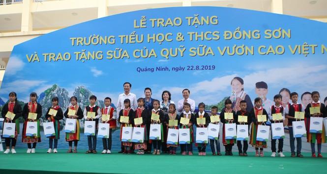 Trẻ em Quảng Ninh nhận trường mới và hơn 71 ngàn ly sữa từ Quỹ sữa Vươn cao VN - ảnh 1