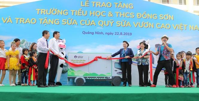 Trẻ em Quảng Ninh nhận trường mới và hơn 71 ngàn ly sữa từ Quỹ sữa Vươn cao VN - ảnh 2